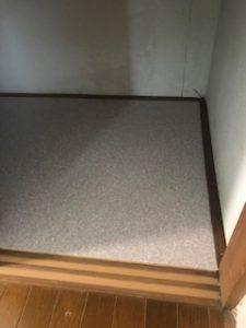 押し入れの床