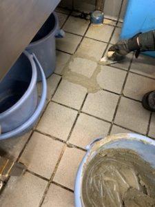 床のモルタル補修