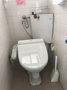 隅付きタンクのトイレ