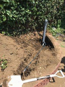 地面の水道管