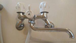 浴室の2ハンドル蛇口