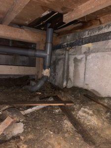 床下排水管の水漏れ