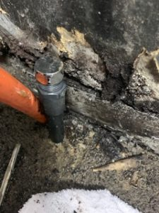 床下の立ち上げ配管の止水