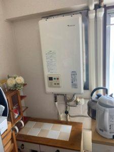 屋内の給湯器